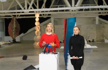 В галерее Лавра проходит художественнаяакция Зинаиды Лихачевой