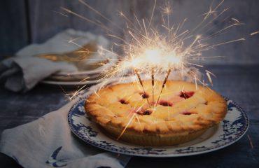 Диетологи рассказали, как избежать переедания в Новый год