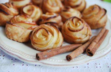 Цветы из слоеного теста: простой рецепт оригинального блюда