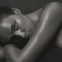 Ирина Шейк снялась в роскошном образе для Vogue