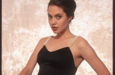 В Сеть попали откровенные кадры 16-летней Анджелины Джоли