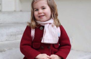 Кенсингтонский дворец показал фото подросшей принцессы Шарлотты