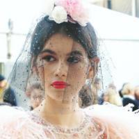 Неделя высокой моды в Париже: Кайя Гербер приняла участие в показе Chanel