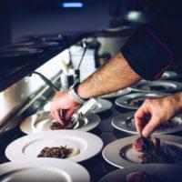 Салат с жаренными крабовыми палочками и шампиньонами