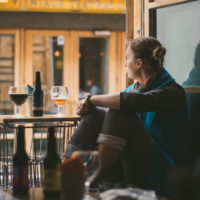 Почему люди запивают стресс алкоголем: мнение экспертов