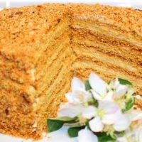 Медовик: как приготовить классический десерт