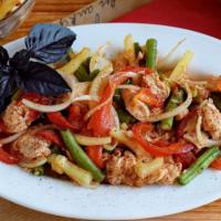 Теплый салат из курицы, перца и стручковой фасоли