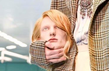 Оторванные головы и рептилии: модное шоу Gucci прошло в операционной