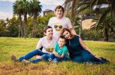 """Актеры """"Квартала 95"""" провели совместный семейный отпуск"""
