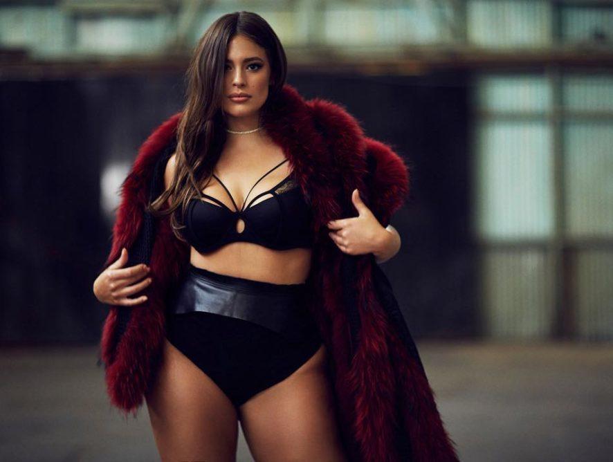 """Модель plus-size Эшли Грэм опубликовала """"горячие"""" кадры смелого танца"""