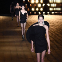 Неделя моды в Париже: Кайя Гербер стала звездой показа Saint Laurent