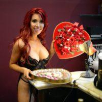 Скандальная Фарра Абрахам снялась в откровенной рекламе ко Дню Валентина