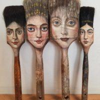 Художница превращает старые вещи в произведения искусства
