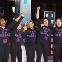 """""""Долой насилие"""": феминистки ворвались на красную дорожку кинопремии BAFTA"""