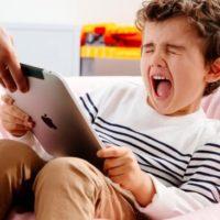 Как оторвать ребенка от экрана без борьбы: личный опыт