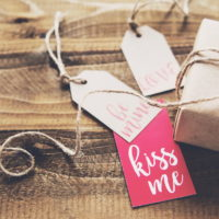 20 модных подарков, которые порадуют девушку в День святого Валентина
