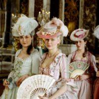 Путешествие во времени: что девушки творили с волосами в разные эпохи