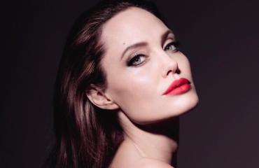Анджелина Джоли снялась в чувственной рекламной кампании парфюма
