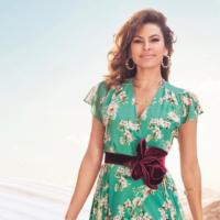 Ева Мендес в стильных нарядах снялась в рекламном кампейне собственной коллекции