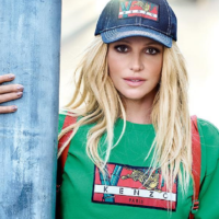 Бритни Спирс снялась в ярких образах для бренда Kenzo
