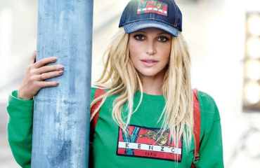 Нежно и чувственно: Бритни Спирс в сексуальном белье представила новый аромат