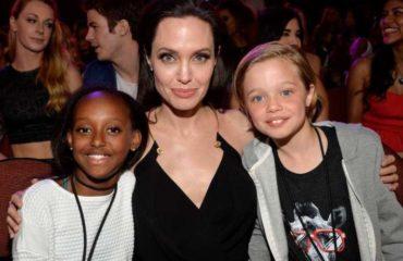 Чрезмерная опека над детьми: психолог рассказала о странном поведении Джоли