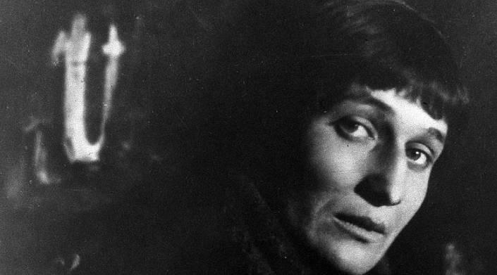 """День памяти Анны Ахматовой: """"Ты опоздал на много лет, но все-таки тебе я рада"""""""