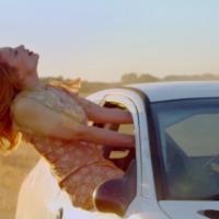 Тайная любовь и гонки на большой скорости: Тина Кароль выпустила яркий клип