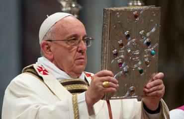 Папа Римский наказал украинских монахов