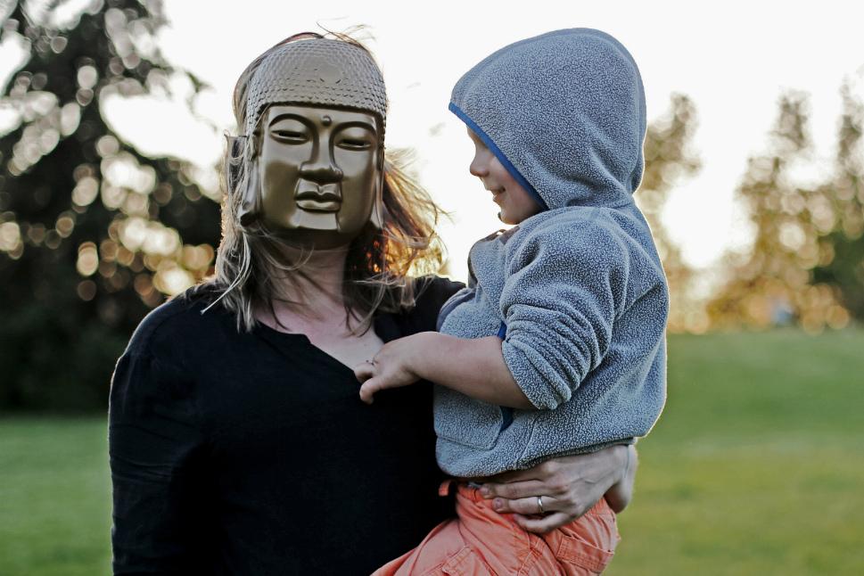 Почему родители манипулируют взрослыми детьми