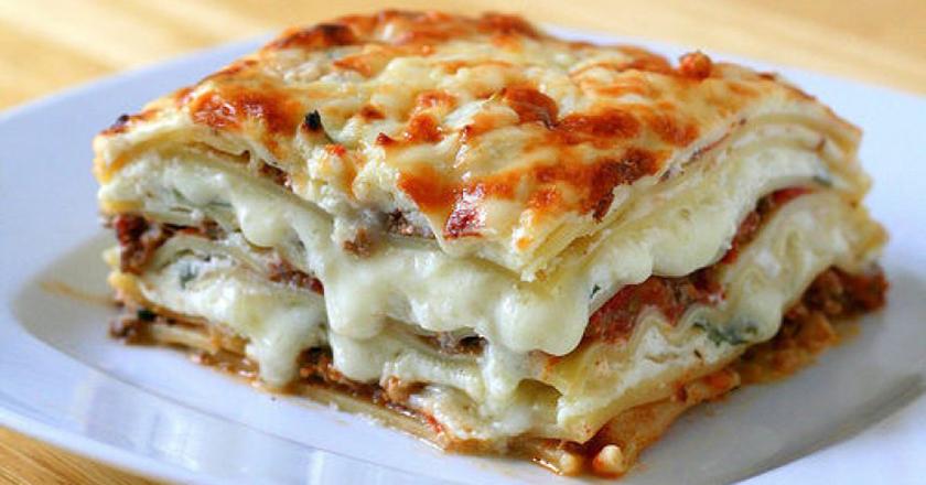 Лазанья из блинов с грибами и плавленым сыром