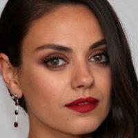 Образ звезды: Мила Кунис сделала одну из самых модных стрижек сезона
