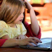 Как родители должны обсуждать с детьми темы страшных трагедий: мнения психологов