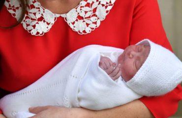 Все, что нужно знать о первом одеянии третьего ребенка Кейт Миддлтон и принца Уильяма