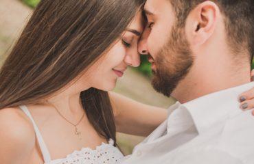 Психологи назвали привычки, которые укрепляют отношения