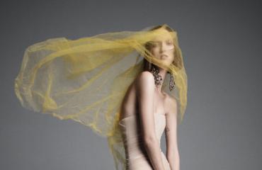 Вера Вонг представила роскошную коллекцию цветных свадебных платьев