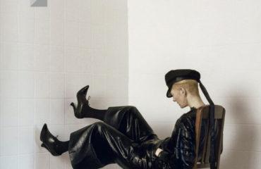 Кожа и наряды оверсайз: Тильда Суинтон снялась для китайского глянца
