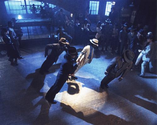 """Доктора объяснили невозможный """"угол"""" Майкла Джексона в Smooth Criminal"""