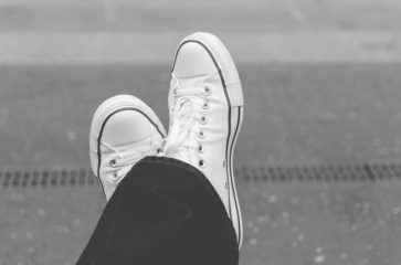 Четкая пара: топ-11 белых кроссовок от американского Maxim