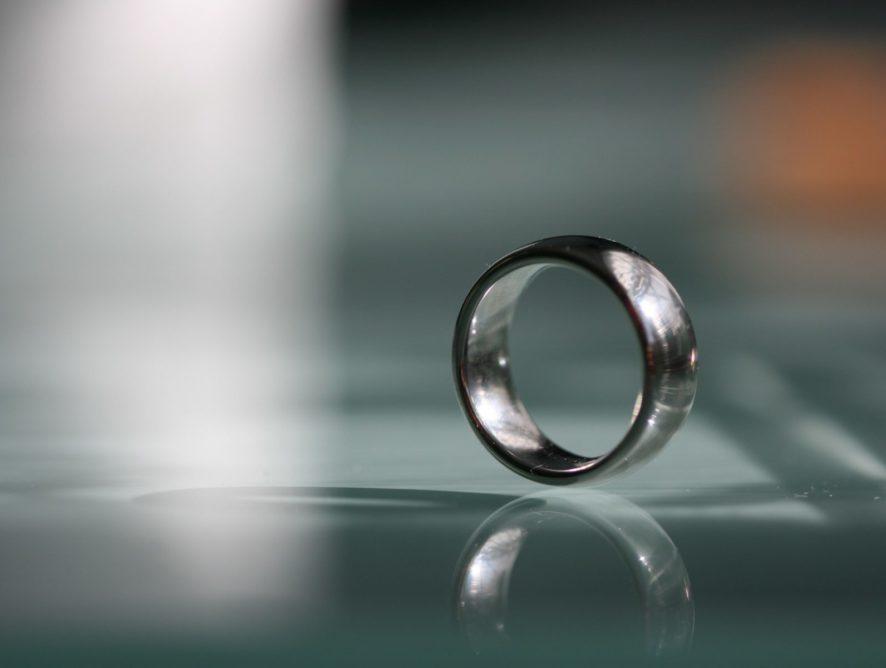 Почему женщины снимают кольцо на собеседовании: исследование ученых