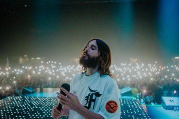 Джаред Лето в Киеве: музыкант порадовал поклонников украинским флагом и спел вместе с Иваном Дорном