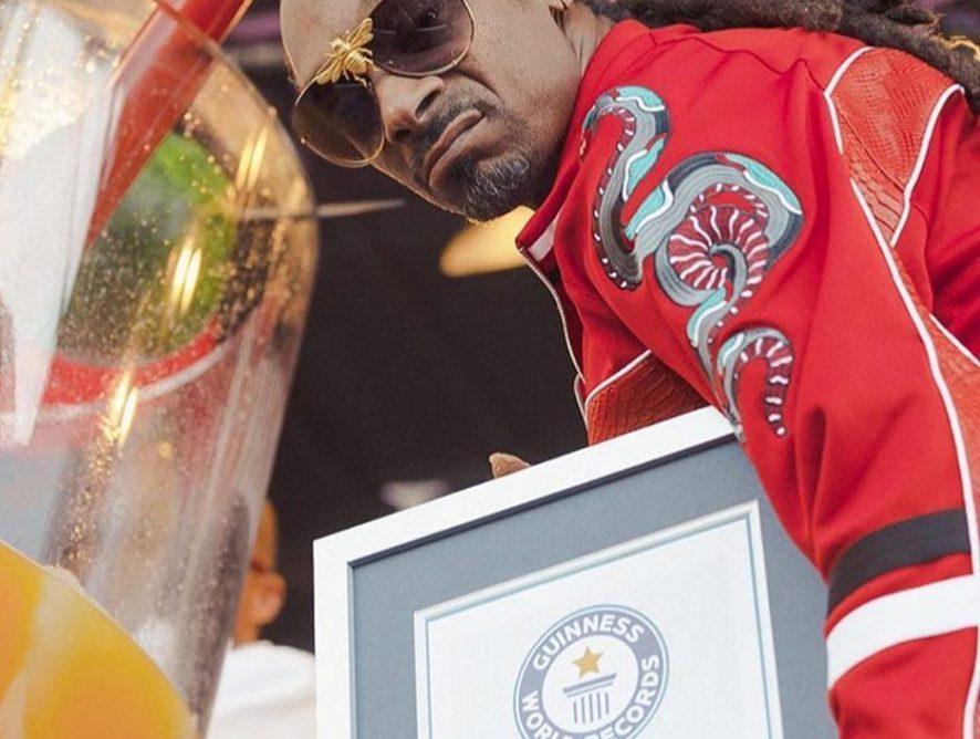 Смешал джин с соком: Snoop Dogg установил новый рекорд книги Гиннесса