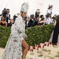 Образ звезды: как создавался костюм Папы Римского для Рианны на Met Gala 2018