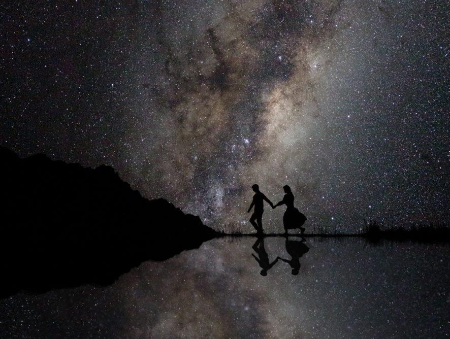 Звезды, вода и радуга: лучшие фотографии помолвок со всего мира
