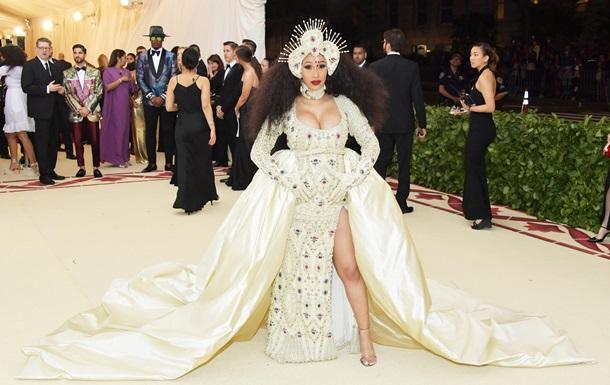 Топ-5 нарядов с Met Gala 2018, которые стали самыми популярными в соцсетях