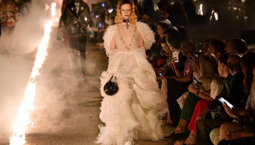 Ночь, свечи, кладбище: впечатляющий показ Gucci во Франции