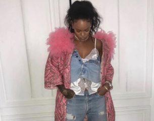 Образ звезды: Рианна прогулялась по Нью-Йорку в пальто от Marc Jacobs