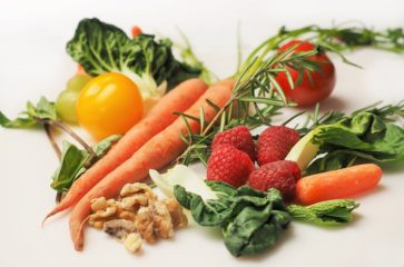 Как выбрать весенние овощи и фрукты без нитратов: советы технолога