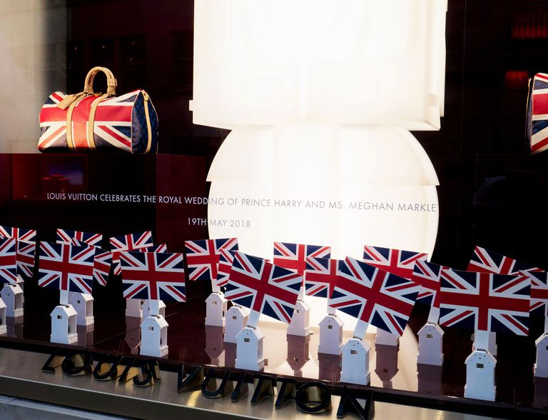 Новая коллекция сумок от Louis Vuitton посвящена принцу Гарри и Меган Маркл