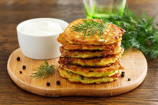 Как приготовить оладьи из кабачков: классический рецепт